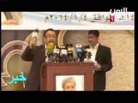 الناشط خالد الأنسي يرمي بمكرفون اليمن اليوم