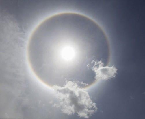 ظاهرة الشمس في اليمن في صنعاء عليها هالة محيطة بها 24-4-2014