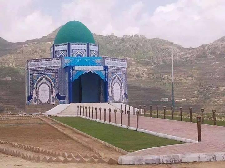 صور مبنى قبر ضريح حسين بدر الدين الحوثي