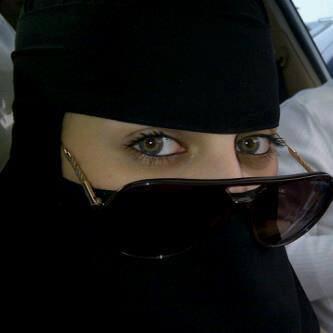 صورة صور بنات يمنية 2021 باللبس الأسود وتغطية الوجه