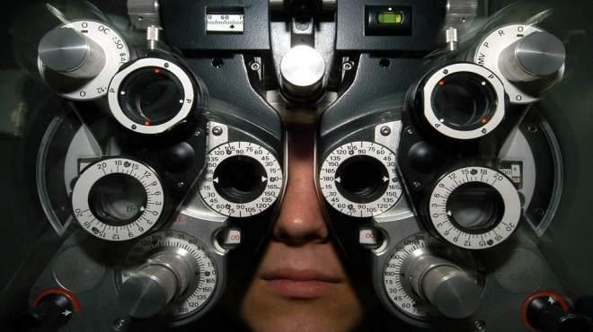 جريدة الوطن تمكنك من فحص ومعرفة قياس نظرك بدون الذهاب الى الطبيب