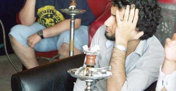 شبان يستأجرون الشقق لتدخين الشيشة