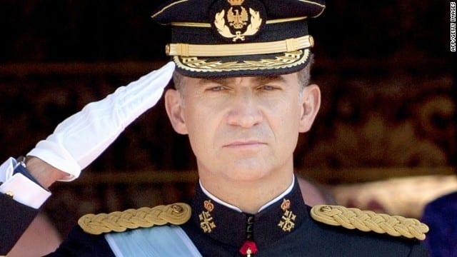 صورة إسبانيا : الملك فيليب يشرف على موكب العيد الوطني