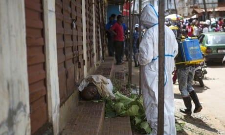 صورة تصعيد إيبولا :فحص المسافرين في مطار نيويورك