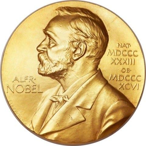 """صورة هولاند جائزة نوبل في الاقتصاد """"فخر لفرنسا"""""""