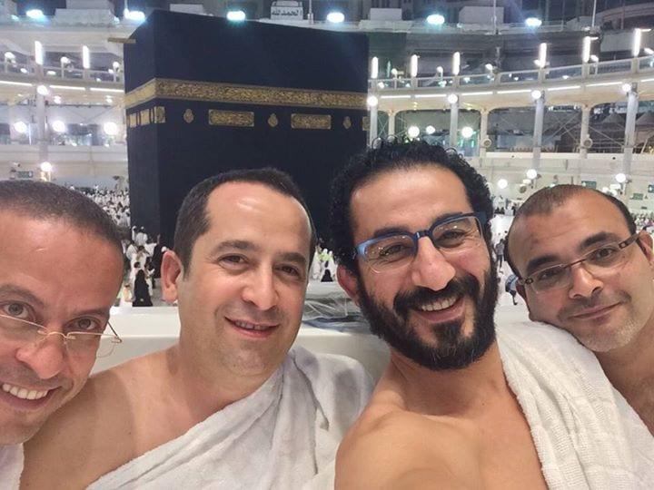صورة صور احمد حلمي في مكة بعد تماثلة من المرض