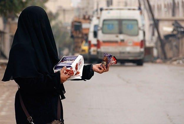 نساء بائعات في الشوارع , اخبار سوريا 12-12-2014