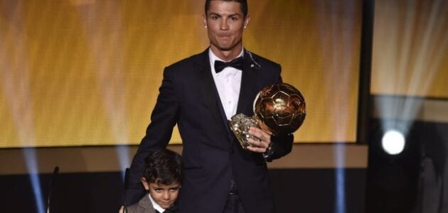 رونالدو يتوج بلقب أفضل لاعب