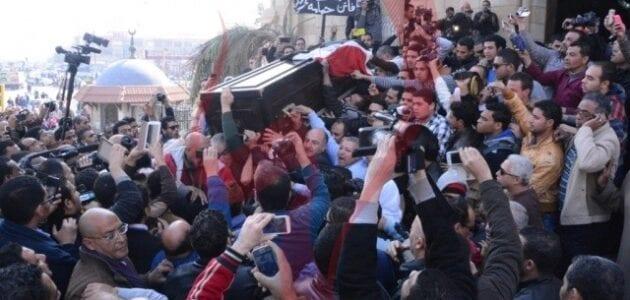 جنازة الفنانة فاتن حمامة 18-1-2015 وفيديو سقوط مشيعي جنازة فاتن حمامة