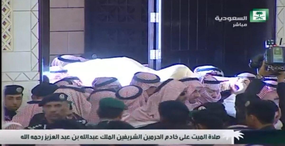 Photo of صور جنازة دفن خادم الحرمين الملك عبدالله بن عبدالعزيز 3 ربيع الاخر 1436 الموافق 23/1/2015