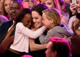 صورة أنجلينا جولي تكسب قلب الأطفال