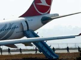 صورة هبوط مفاجيء لطائرة تركية في الدار البيضاء