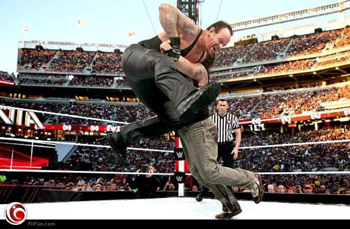 أندرتيكر ضد براي وايت 31 مباراة مصارعة أندرتيكر يهزم براي وايت في معركة الظلام بمهرجان رسلمينيا 31 اليوم WWe00012