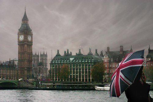 Photo of بريطانيا ترفع الحد الأدني للأجور