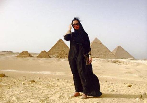 صورة الي تم عرضه في الاهرام مصر الممثلة تنفي تصوير افلام في الاهرام المصرية
