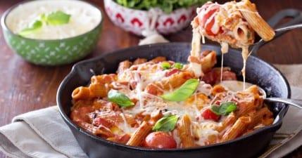 صورة معكرونة البيتزا بجبن الغودا