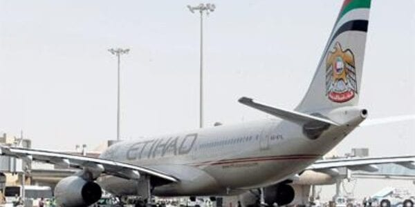 """تم تحويل رحلة طيران الاتحاد رقم""""EY650″ والقادمة من مطار القاهرة"""