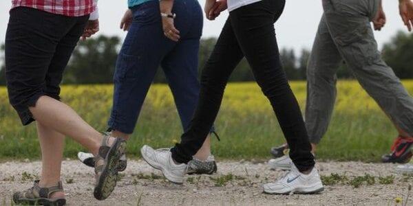 المشي دقيقتين كل ساعة من شأنه أن يخفض خطورة طبيعة الحياة
