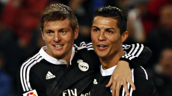 Real Madrid's Cristiano Ronaldo (R) and Toni Kroos celebrate after their team mate Karim Benzema (not pictured) scored a goal against Malaga during their Spanish First Division soccer match at La Rosaleda stadium in Malaga, southern Spain November 29, 2014. REUTERS/Jon Nazca (SPAIN - Tags: SPORT SOCCER)
