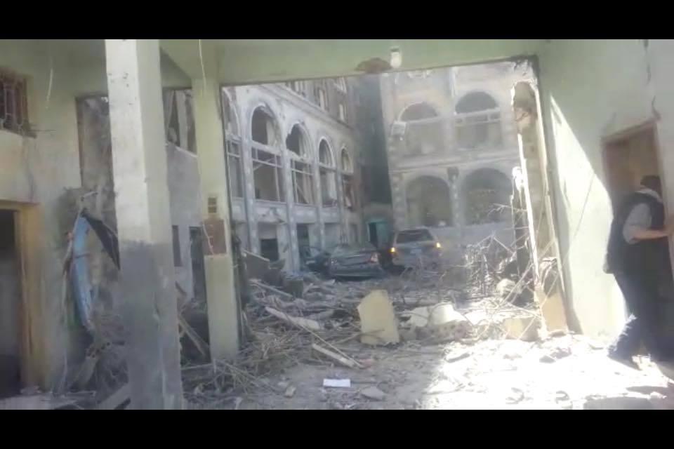 Photo of اخر اخبار اليمن صحافة نت صور من تدمير منزل وزير الدفاع الاسبق وإصابتة في غارة جويه