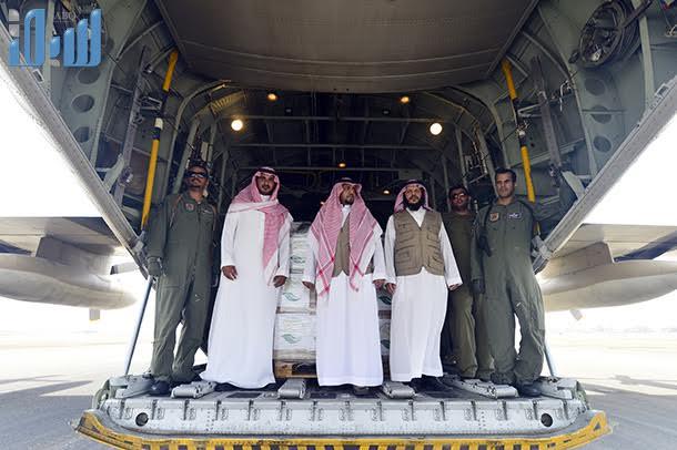 صور من وصول اول طائرة مساعدات إلى عدن من السعودية اخبار اليمن 31-7-2015 صحافة نت