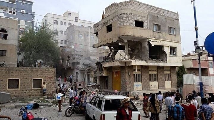 صورة 5 مدنين في تعز قتلوا جراء غارة جويه خاطئة من طائرات التحالف اخبار اليمن 6-8-2015