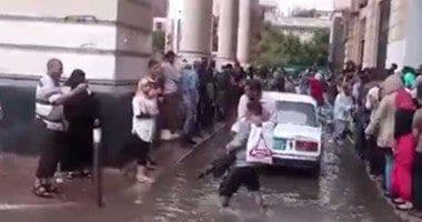 صورة صور أمطار مصر اليوم 25 اكتوبر 2015 غرق المنازل تفتح الرزق للمعديين الشباب فيديو