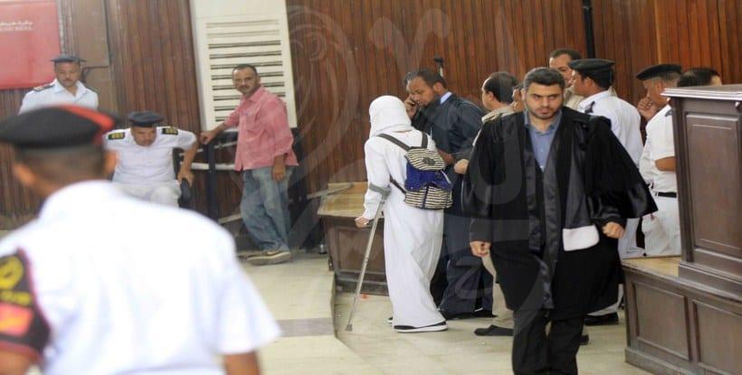 صورة لم يمنعهم إعاقتها صور إسراء الطويل تبكي في المحكمة وحبسها 45 يوم