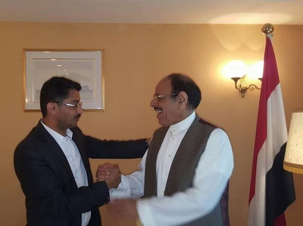 إستهتار باليمنيين صورة علي البخيتي وعلي محسن في الرياض صحافة نت اخبار اليمن 30-11-2015