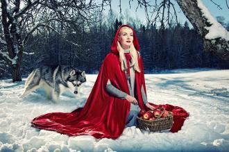 الفتاة والذئب