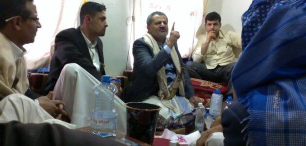 بالصور ناصر محمد اليماني المدعي المهدية يلتقي ببعض الشباب في صنعاء