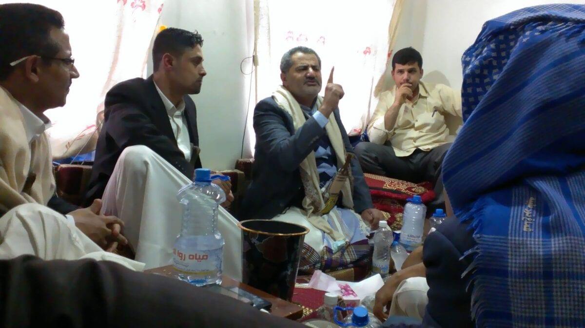 Photo of بالصور ناصر محمد اليماني المدعي المهدية يلتقي ببعض الشباب في صنعاء