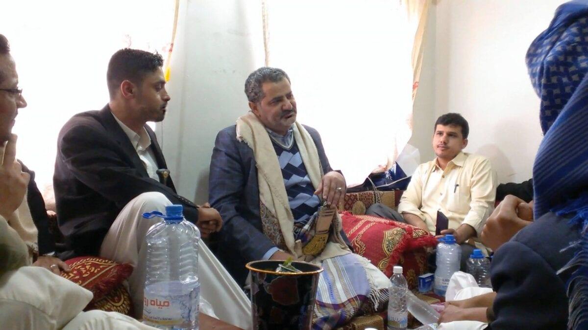 Photo of المدعو الإمام المهدي ناصر محمد اليماني يدعوا انصاره إلى الإفطار ويتحدث عن موعد عيد الفطر الثلاثاء