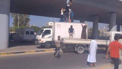 Photo of حقيقة صورة انتحار شاب يمني من على جسر مذبح في العاصمة صنعاء