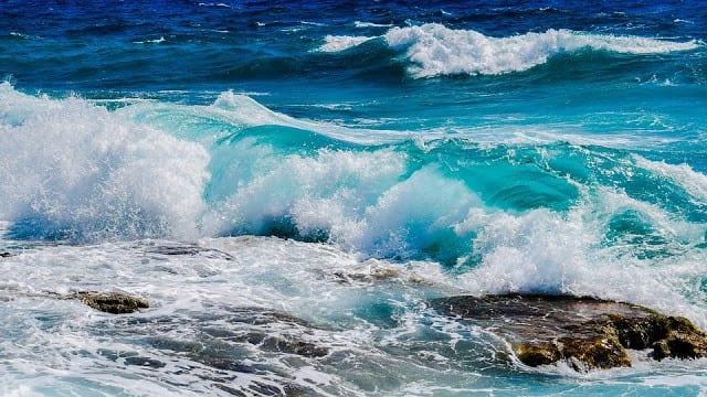 صورة تفسير رؤية أمواج البحر في المنام