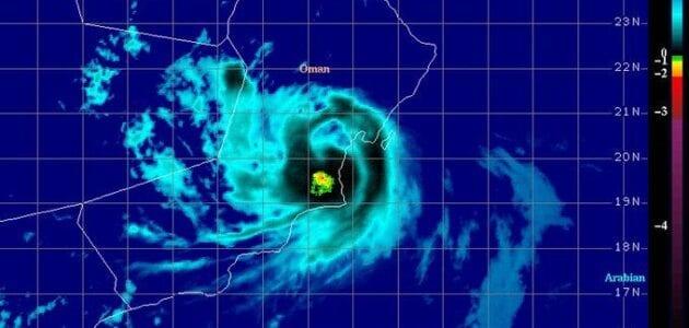 سبب تعليق الدراسة في عمان اعصار هيكا في محافظتي جنوب الشرقية والوسطى