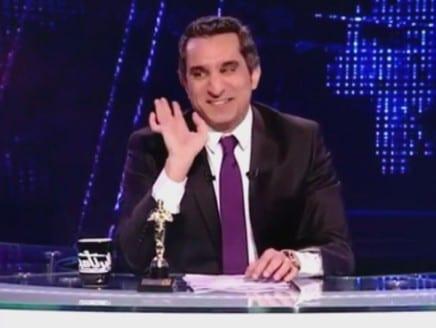 صورة مرشد الاخوان يلقن الرئيس مرسي :: كشفه من قبل برنامج البرنامج الحلقة 15 باسم يوسف