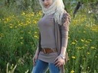 صورة بنت الفيس بوك بين الزهور