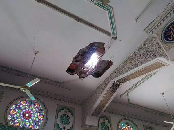 قتلى وجرحى في مسجد السعيد في تعز من اخبار اليمن 14-8-2015 صحافة نتCMXQtm3VEAAQU0w