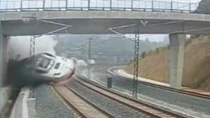 فيديو تحطم قطار في اسبانيا 15-7-2013 صور Spain Train Crash: CCTV Footage